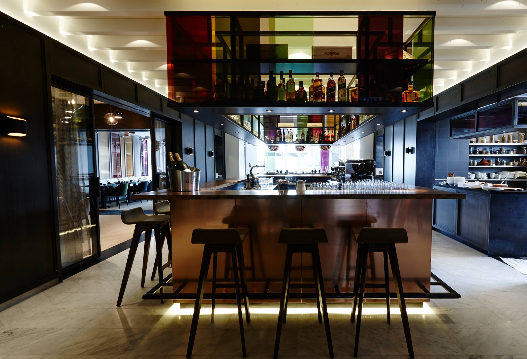 Bar met open keuken kriskookt - Open keuken bar ...