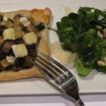 Bladerdeeg taartje van aubergine en brie