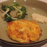 Belgische fishcake met tartaarsaus en een salade van venkel, witloof en radijsjes