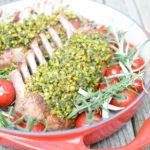 Lamskroon met geroosterde tomaten op de barbecue