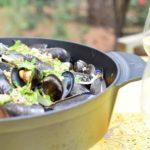 Mosselen, koriander en pinda – Weber Dutch Oven