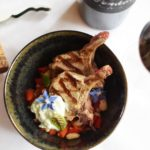 Macedonische wijn – Gegrilde lamskoteletjes met salsa